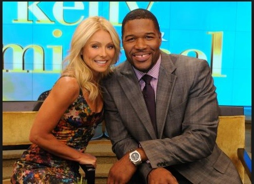 NYIAS: Michael Strahan stops by Team Chevy